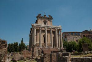 Antonius und Faustina Tempel in Rom